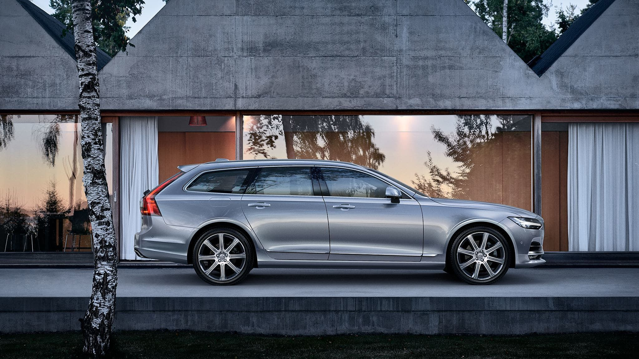 Volvo Selekt V90 with 2 years complementary servicing